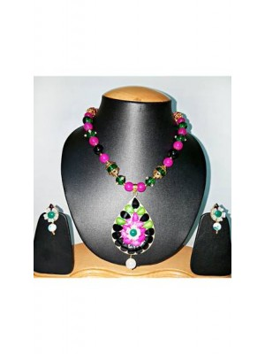 Trendmagnet Multy Stone Design Necklace Set