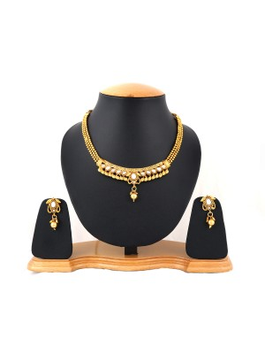 Trendmagnet Beautiful Necklace Set with Earrings
