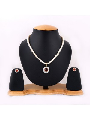 Trendmagnet Natural Pearl & Wine Red Pendant Design Necklace Set