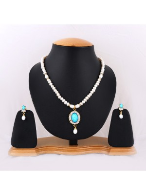 Trendmagnet Natural Pearl & Saphire Blue Gem Pendant Design Necklace Set